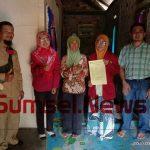 Ketua STKIP Muhammadiyah OKU Timur Didi Franzhardi M.Pd memenuhi janjinya untuk mengunjungi Eni Suprihati.