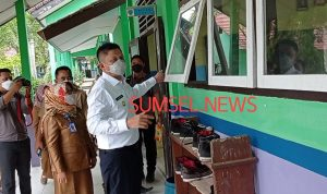 Bupati OKU Timur meminta sekolah membuka jendela selama PTM terbatas