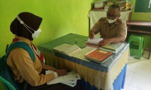 Tampak Siswa Bakal Calon Ketua OSIS Sedang Mengikuti Tes Agama untuk mendapat rekomendasi Beriman dan Bertakwa.